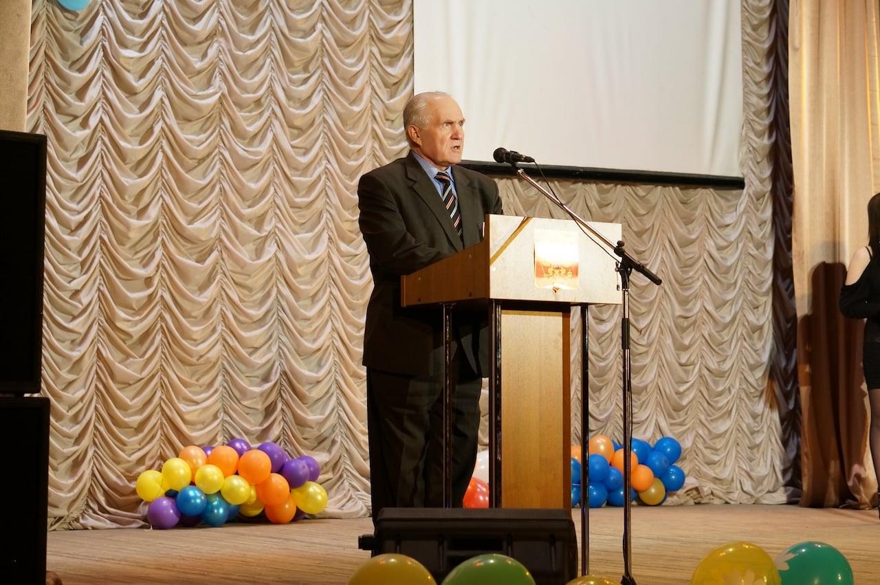 С напутственным словом к призывникам обратился глава Максатихинского района Николай Дмитриевич Вахин