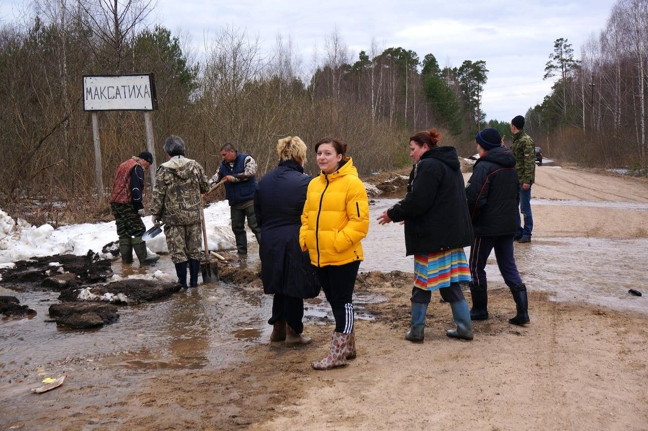 Местные жители своими силами пытались остановить воду