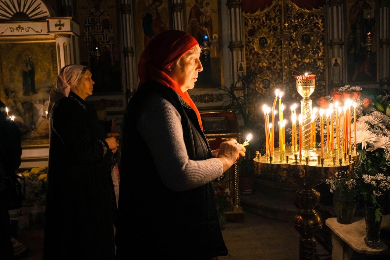 Православные христиане Максатихи встретили Пасху в Всехсвятском храме