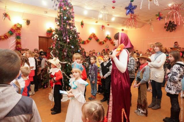 glavnaya-novogodnyaya-elka-v-maksatihe (1)