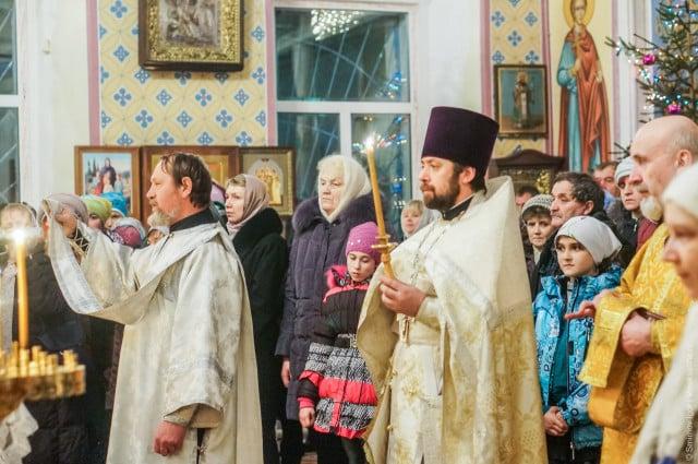 rozhdestvenskoe-bogosluzhenie-v-Maksatihe (1)