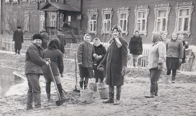 1967 год. Субботник у почты