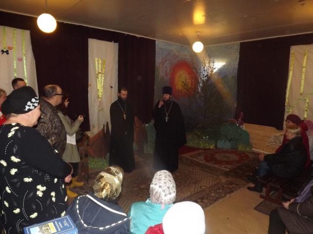Собрание Преображенского прихода в деревне Ручки